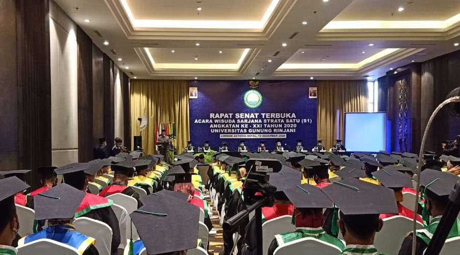 wisuda ugr 2020, angkatan 21, Universitas Gunung Rinjani Lombok menggelar wisuda 190 Sarjana strata 1 (S1). Wisuda ke 21 UGR ini digelar penuh khidmat di Hotel Lombok Astoria Mataram dengan tetap mengedepankan protokol kesehatan