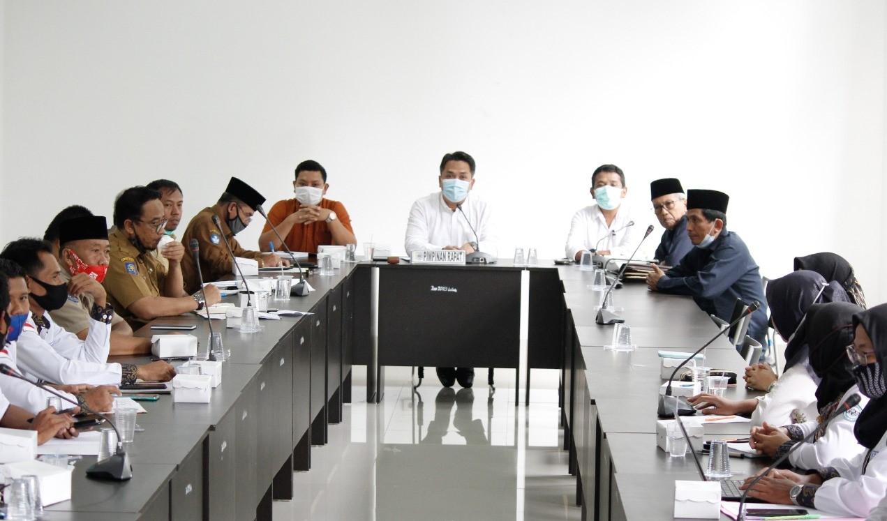 Guru dan Tenaga Kependidikan Honorer Non Kategori Lakukan Hearing Ke Kantor DPRD Lombok Timur
