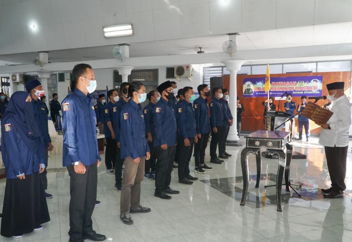 Sukiman Azmy Lantik Pengurus Karang Taruna Lombok Timur