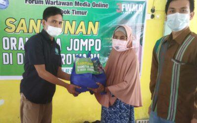 FWMO Lotim Santuni Puluhan Orang Tua Jompo di Desa Jerowaru
